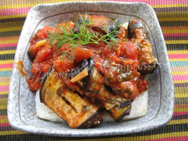 Articole culinare : Vinete cu branza si sos de rosii