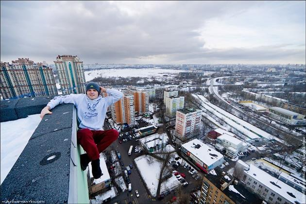 Ukrainian-Thrill-Seeker-Hangs-From-High-Elevations-in-Death-Defying-Photo-Series-2
